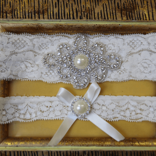 Pearl Vintage  Lace Wedding Garter Set